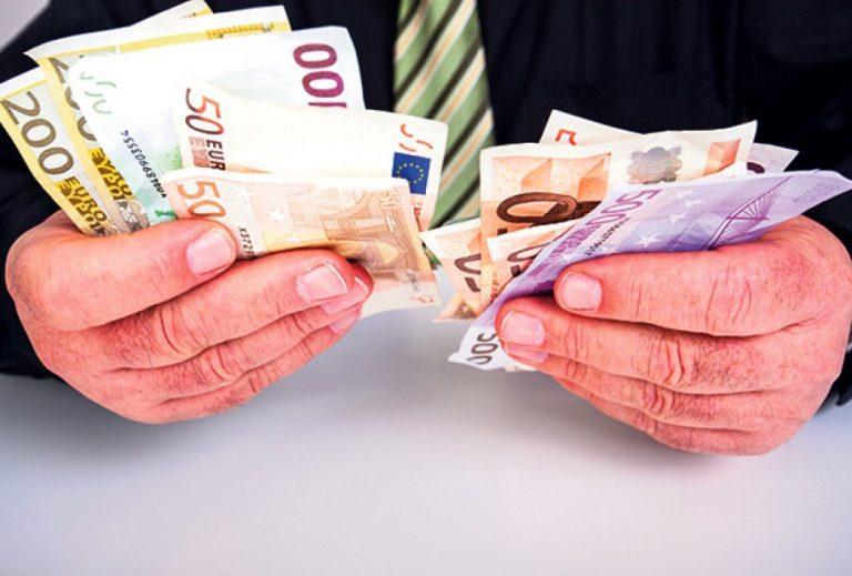 Zašto ljudi uglavnom primaju mesečnu platu?