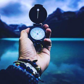 MESEC U OVNU DO PETKA (27.8) OKO 6.30 AM ♈Energični znak Ovna doneće nam preduzimljivost i energičnost. Ne treba ništa da odlažete za sutra već da odmah završite sve svoje obaveze jer će vam to doneti neophodan mir. Videćete, kako budete završavali obavezu za obavezom, bićete ponosni na sebe i imaćete volje da obavite i neke posliće koje niste planirali.  ▶️Ovo je znak koji uvek zna gde ide i koji ispred sebe ima jasno zacrtan cilj, samim tim ovaj znak nas može odvesti i do konačne pobede.  🎖Takmičarski duh biće prisutan svuda okolo ali ne dozvolite da on preraste u ljubomoru i zavist. Zbog vatrenosti ovog znaka, lakše nego inače možete padati u vatru ali i da to nije vaš slučaj, može se dogoditi da sretnete loše raspoložene osobe koje su spremne na svađu. Neprijatnost najpre možete doživeti na radnom mestu ili u kontaktu sa kolegama. 🏈Ovo je muški znak, pa ga iskoristite na muške razgovore, teže poslove, popravke i majstore. Povrede. Okrenite sve na šalu. Kontakti sa ljudima iz Nemačke. 🌟Tokom srede (25.8) prepodne ako želite da ostvarite uspeh onda krenite da završavate započete poslove. Uspeh u saradnji sa starijim osobama. U drugom slučaju možete naići na nekakva odlaganja i čekanje. ⭐U popodnevnim časovima osećaj neispunjenosti. Nemogućnost emotivne bliskosti sa voljenom osobom. Nerazumevanje. 🌟Četvrtak (26.8) u večernjim časovima dame će biti veoma nervozne, svadljive i ljubomorne ali srećom, to raspoloženje, u nastavku večeri će vrlo brzo proći. Srećne okolnosti.  Kontakti sa ljudima iz inostranstva.  #ovan #aries #mars #mesecuovnu #mooninaries #astrologyinserbia #anarakovicastrolog #astroregulus #horoskopija #horoskop #astrology #rat #puska #pistolj #gun